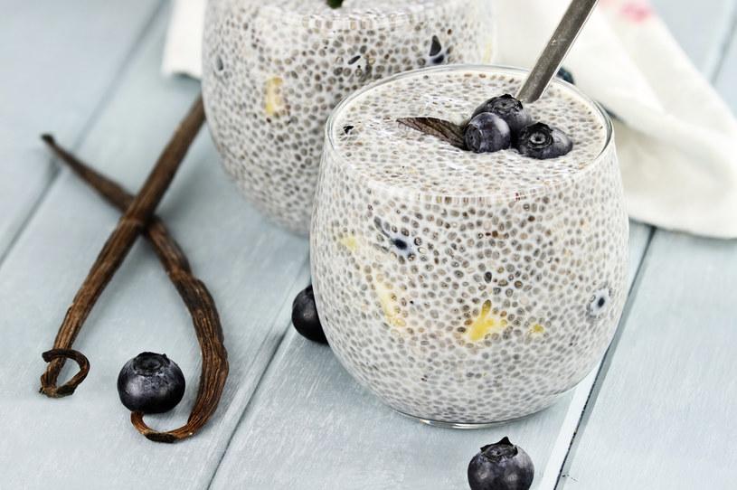 Z nasion szałwii hiszpańskiej można przygotować pudding chia /123RF/PICSEL