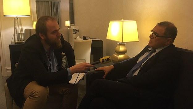 Z Nourielem Roubinim rozmawia dziennikarz RMF FM Krzysztof Berenda /RMF FM /