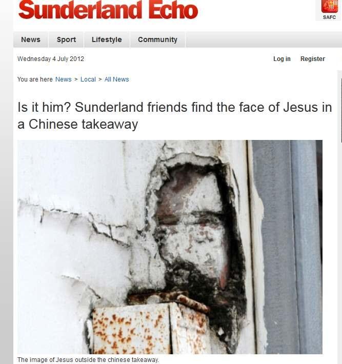 Z odrapanego tynku nad zardzewiałą rynną na Iana i Lawrence'a spoglądał sam Jezus Chrystus /materiały prasowe