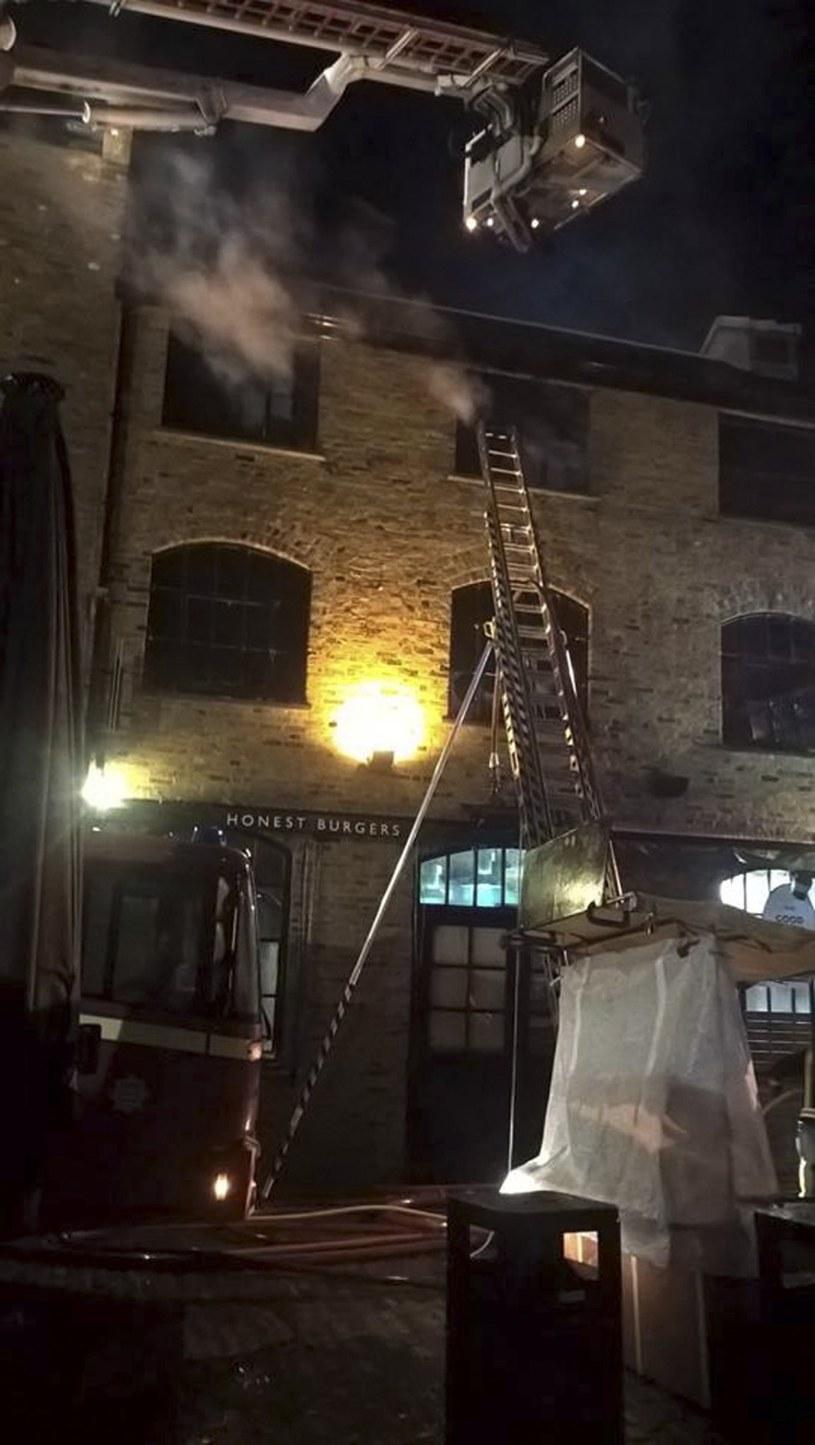 Z ogniem walczyło 70 strażaków /PAP/EPA
