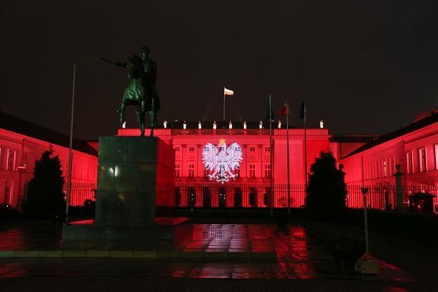Z okazji święta wojska Pałac Prezydencki w barwach biało-czerwonych, fot. Rafał Guz /PAP
