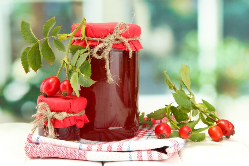 Z owoców dzikiej róży można przyrządzić wiele smacznych potraw /123RF/PICSEL
