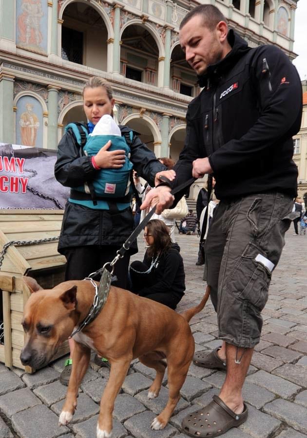 Z partnerem Piotrem i córką Olą, fot.Marek Lapis  /Agencja FORUM