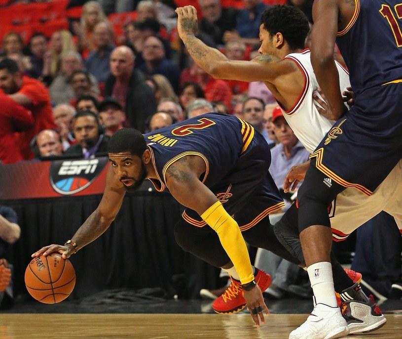Z piłką Kyrie Irving z zespołu Cleveland Cavaliers /AFP