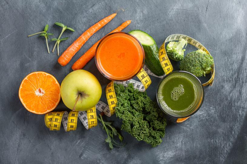Z pomarańczy warto przygotować koktajl /©123RF/PICSEL
