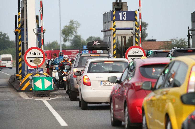 Z powodu pandemii spadł ruch, więc... kierowcy płacą więcej /Damian Klamka /East News