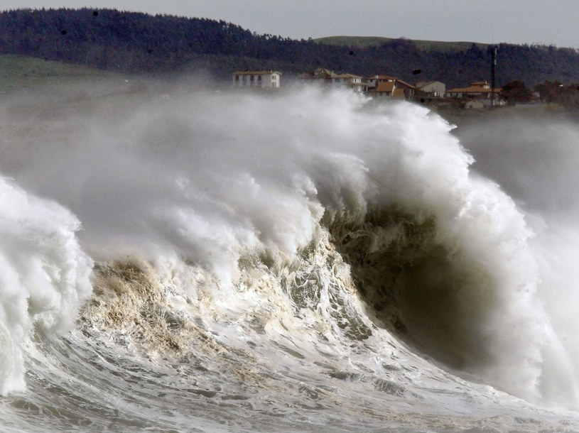 Z powodu sztormu zamkniętych było czternaście portów /AFP
