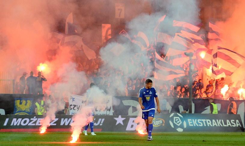 Z powodu takich obrazków przerwano mecz Ruch Chorzów - Górnik Łęczna /Piotr Polak /PAP