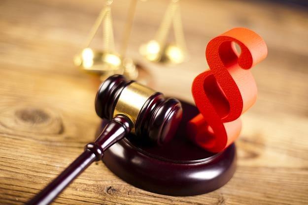 Z powodu testamentu można stracić majątek? /©123RF/PICSEL