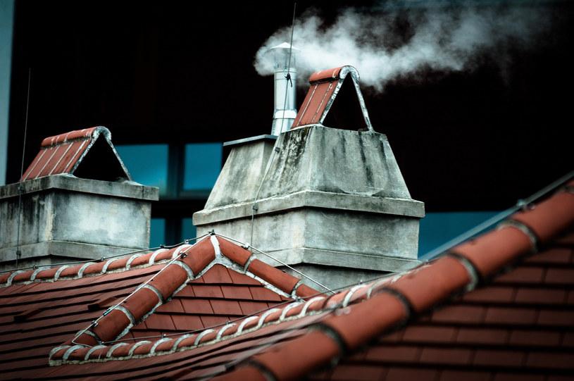 Z powodu zanieczyszczenia powietrza w Polsce co roku umiera nawet 100 tys. osób. /123RF/PICSEL