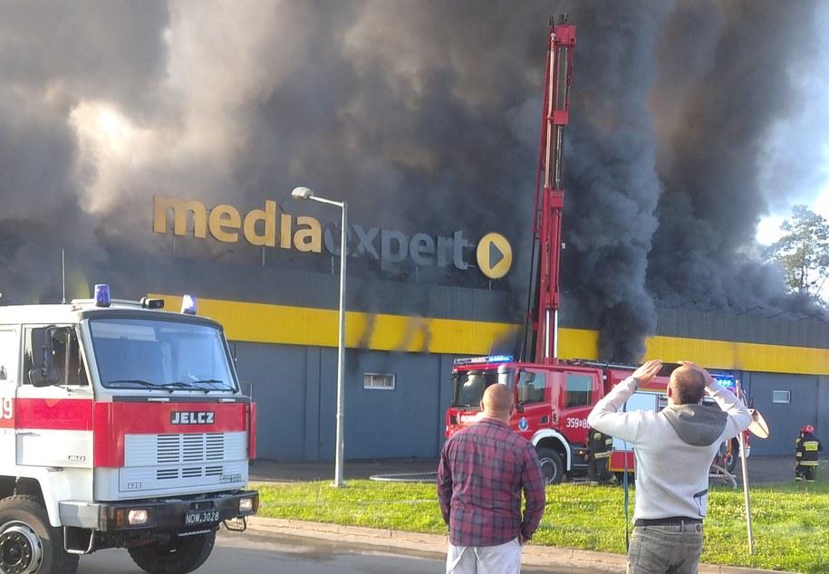 Z pożarem w Nowym Sączu walczy 9 zastępów straży pożarnej /Teresa /Gorąca Linia RMF FM