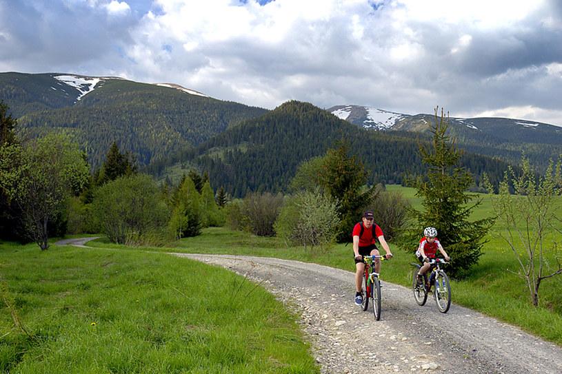 Z pozycji siodełka rowerowego góry wyglądają równie pięknie, a wielka ilość zróżnicowanych szlaków rowerowych daje praktycznie nieograniczone możliwości wycieczkowe dla każdego /materiały prasowe