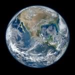 Z prawa Moore'a wynika, że życie jest starsze od Ziemi
