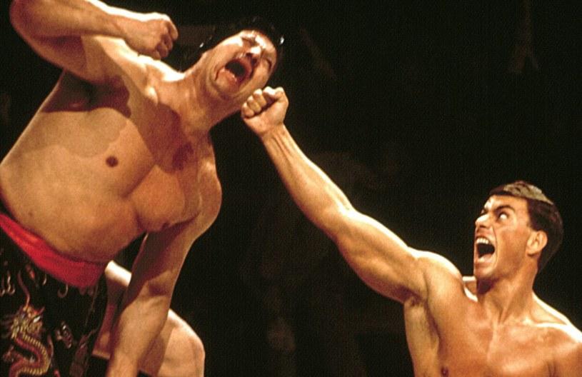"""Z prawej Jean-Claude Van Damme jako Frank Dux w filmie """"Krwawy sport"""" /East News"""