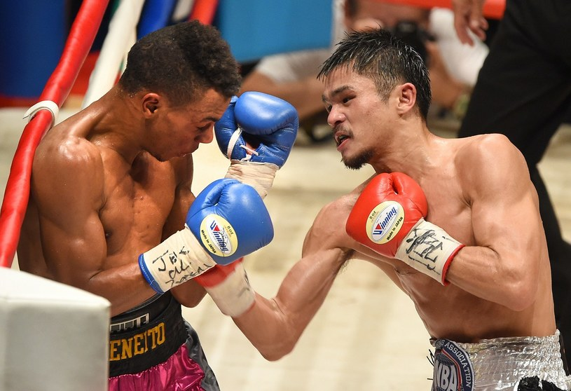 Z prawej Kohei Kono (tu w pojedynku z Norberto Jimenezem) /AFP