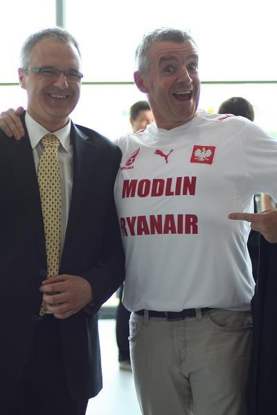 Z prawej Michael O'Leary, prezes Ryanaira /Informacja prasowa