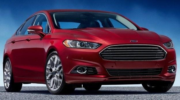 Z przodu nowy Ford Fusion przypomina... Aston Martina. /Ford