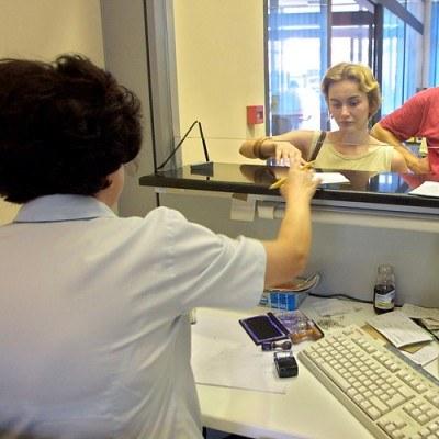 Z rachunku oszczędnościowo-rozliczeniowego korzysta 87 proc. Europejczyków w wieku powyżej 20 lat /AFP