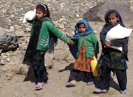Z rąk talibów i od bomb NATO giną również dzieci... /AFP