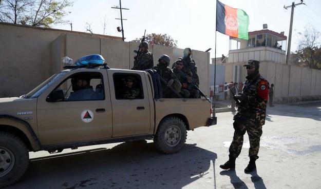 Z raportu Pentagonu wynika, że większość cywilów zginęła w Afganistanie / S. SABAWOON /PAP/EPA