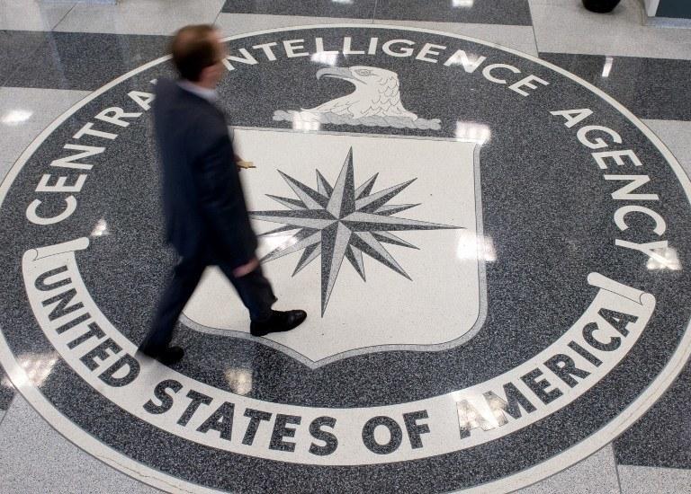 Z raportu wynika także, że CIA okłamywała Biały Dom i Kongres /AFP