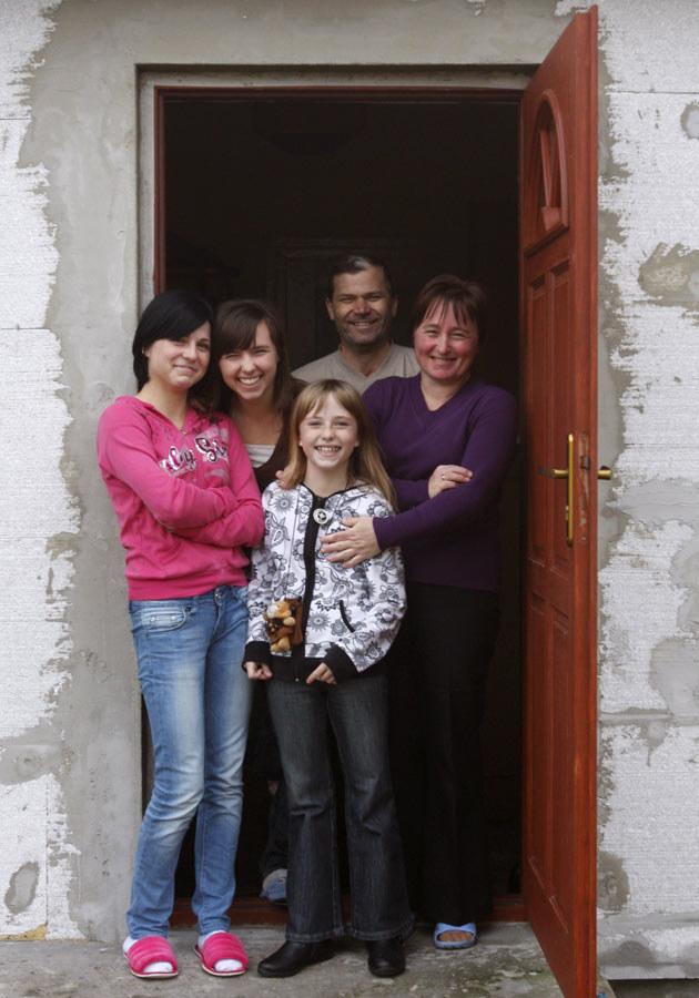 Z rodziną, fot.Bartłomiej Żurawski  /Agencja FORUM
