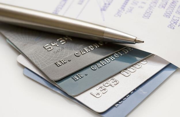 Z rynku ubyło ponad 300 tys. kart kredytowych /©123RF/PICSEL