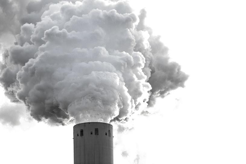Z systemu handlu uprawnieniami do emisji w okresie od 2021 do 2030 r. popłynie kilkoma strumieniami dużo pieniędzy /123RF/PICSEL