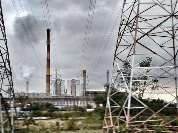 ... z szaroburą rzeczywistością polskich elektrowni węglowych /Marek Kowalczyk /Reporter