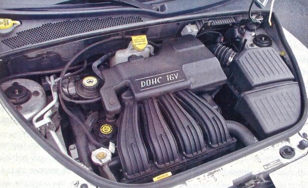 Z tą czy z inną skrzynią, silnik i tak na każde 100 km potrzebuje 10 litrów benzyny. W Stanach to po prostu auto małolitrażowe. U nas przeczyłoby temu mianu nie tylko spalanie, ale i potężny promień skrętu. /Motor