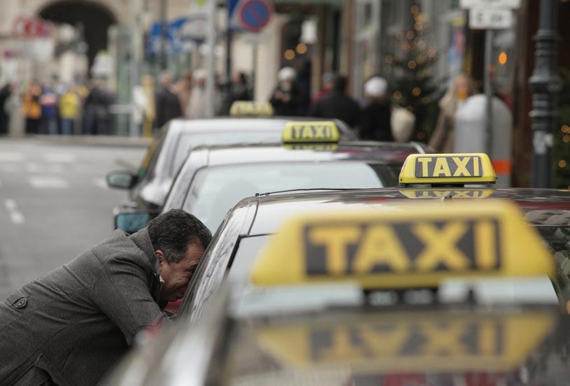 Z taksówkarzami lepiej nie zadzierać... /AFP