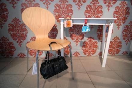 Z tego krzesła torebkę jest bardzo trudno ukraść / fot. Wojciech Trzcionka /Gazeta Codzienna