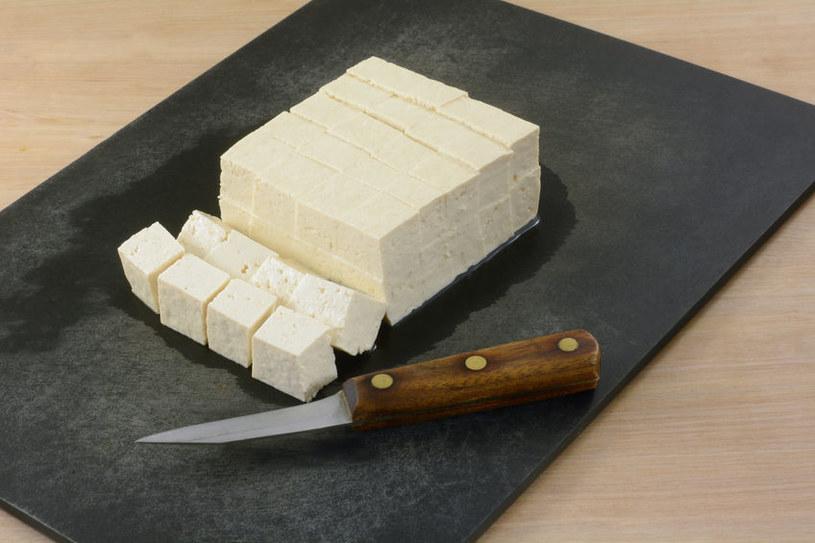 Z tofu trzeba odsączyć wodę /123RF/PICSEL