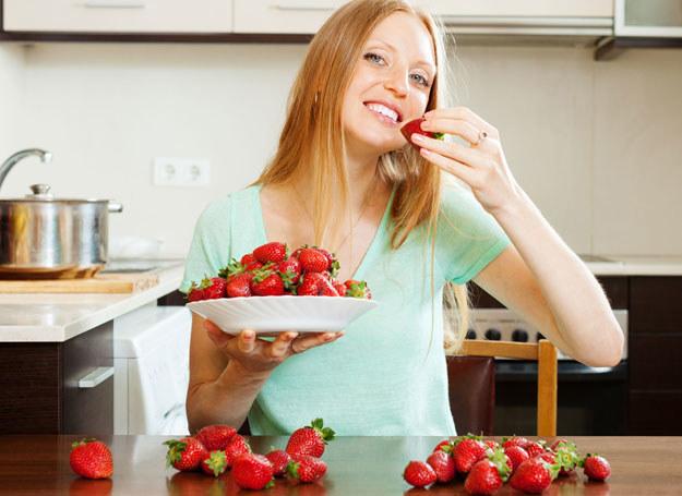 Z truskawek można zrobić odżywczą maseczkę /123RF/PICSEL