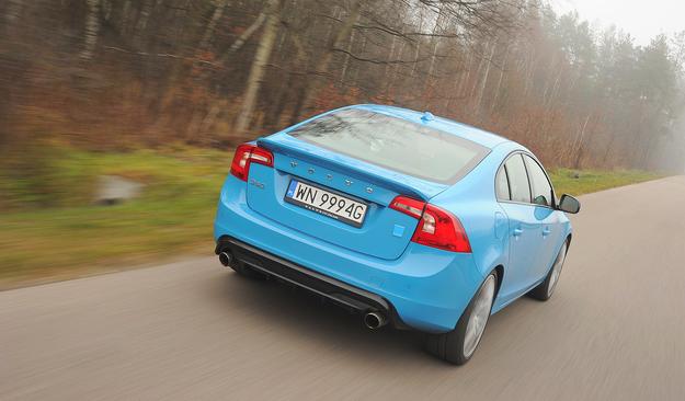 Z tyłu Volvo S60 Polestar uwagę zwracają spojler oraz dyfuzor. /Motor