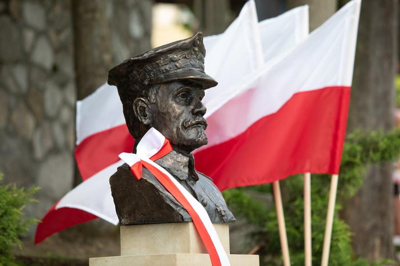 Z udziałem prezydenta Andrzeja Dudy w Jurczycach odsłonięto pomnik generała broni Józefa Hallera /Jacek Bednarczyk   /PAP