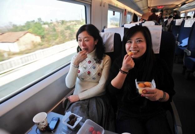 Z uruchomieniem nowej linii długość sieci szybkich kolei w Chinach wzrosła do 7431 kilometrów /AFP