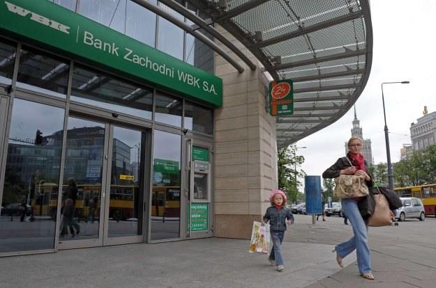 Z walki o BZ WBK rezygnuje BNP Paribas /AFP