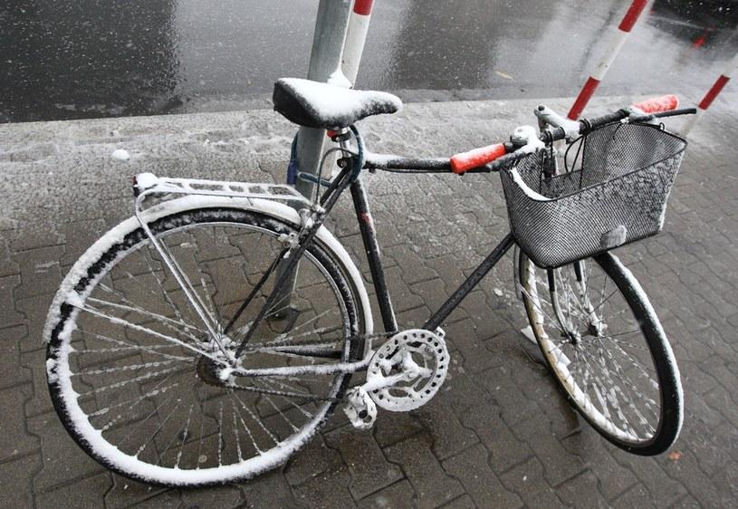 Z wycieczką rowerową lepiej jeszcze się wstrzymać /Stanisław Kowalczuk /East News