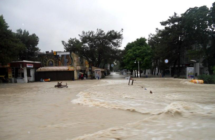 Z zatopionych miejscowości ewakuowano 14 tysięcy ludzi. /AFP