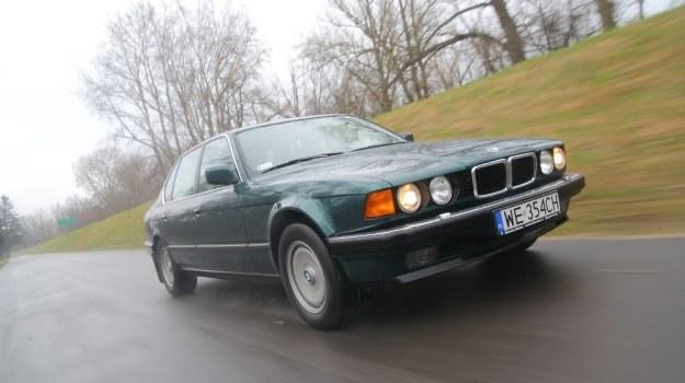 """Z zewnątrz model 750iL prezentuje się skromnie. Przed liftingiem szerokie """"nerki"""" zdradzały wersję V12, ale po liftingu trafiły też do wariantu V8. /Motor"""