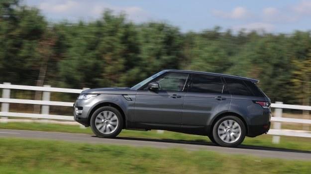Z zewnątrz Sport łączy najlepsze cechy Evoque'a i największego Range Rovera. /Motor