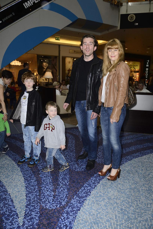 Z żoną Agnieszką Warchulską i synami /Jarosław Antoniak /MWMedia