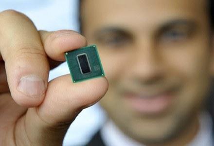 Za 2 lata mają pojawić się procesory wykonane w technologii 22 nm, zaś w 2013 - 16 nanometrów /AFP