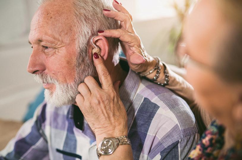 Za 30 lat z utratą lub pogorszeniem słuchu będzie się zmagać dwa razy więcej osób niż obecnie /123RF/PICSEL