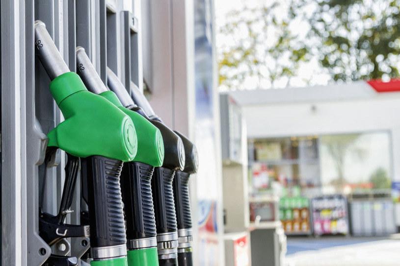 Za benzynę i olej napędowy zapłacimy o ponad 60 gr/l więcej /123RF/PICSEL