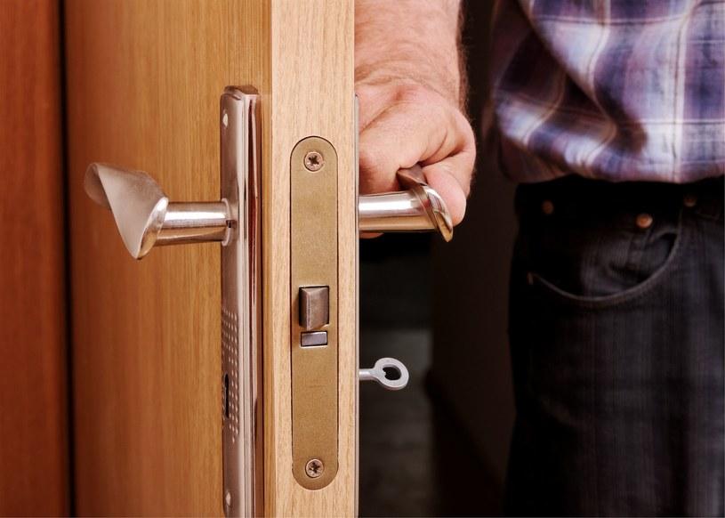 Za drzwiami własnego pokoju nastolatkowi wolno wszystko? /123RF/PICSEL