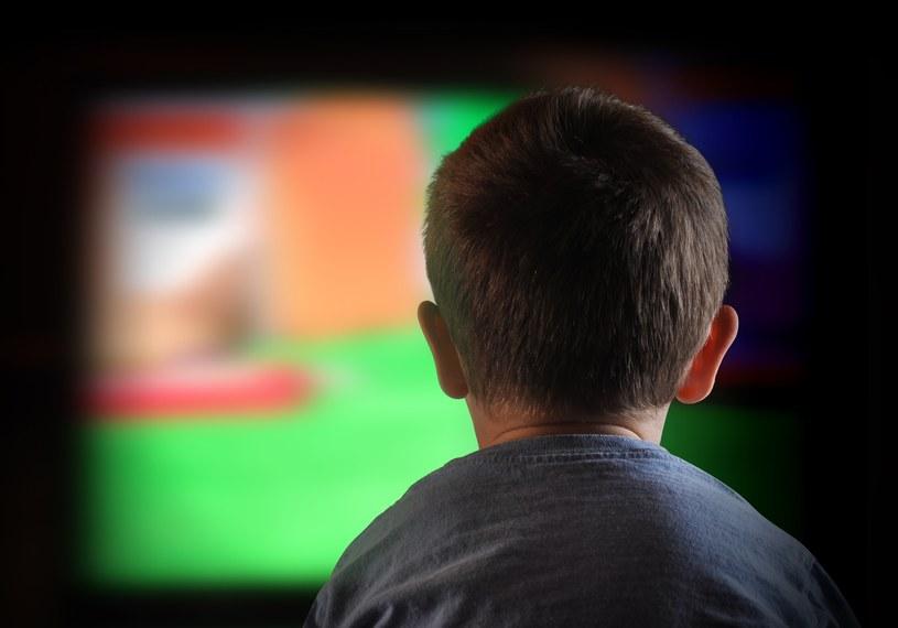 Za dużo czasu spędzanego przed ekranem może zaszkodzić dzieciom /123RF/PICSEL
