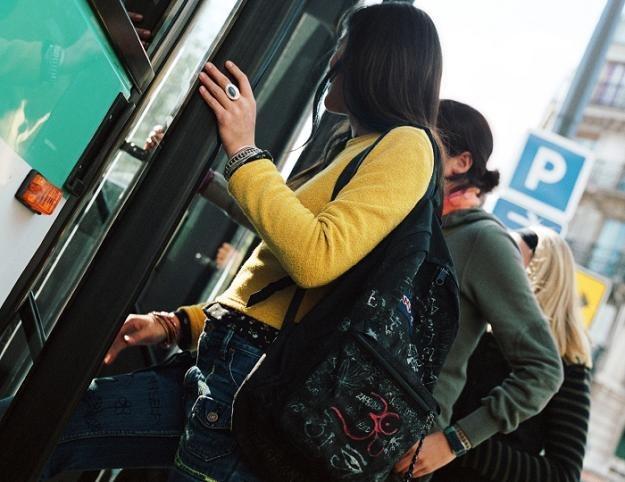 Za gapowiczów niestety płacą pozostali pasażerowie... /© Bauer