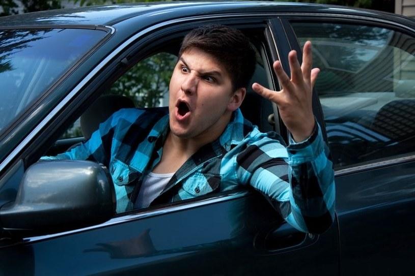 Za kierownicą nie ma czasu na rozmyślania. Dlatego wśród kierowców królują stereotypy /123RF/PICSEL
